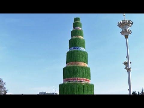 Суманак высотой в многоэтажный дом появился в центре Душанбе