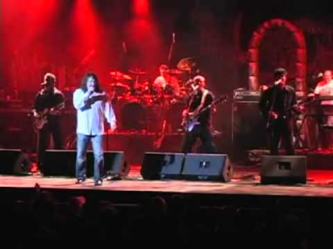 Greatest Hits Live performing Separate Ways by Journey