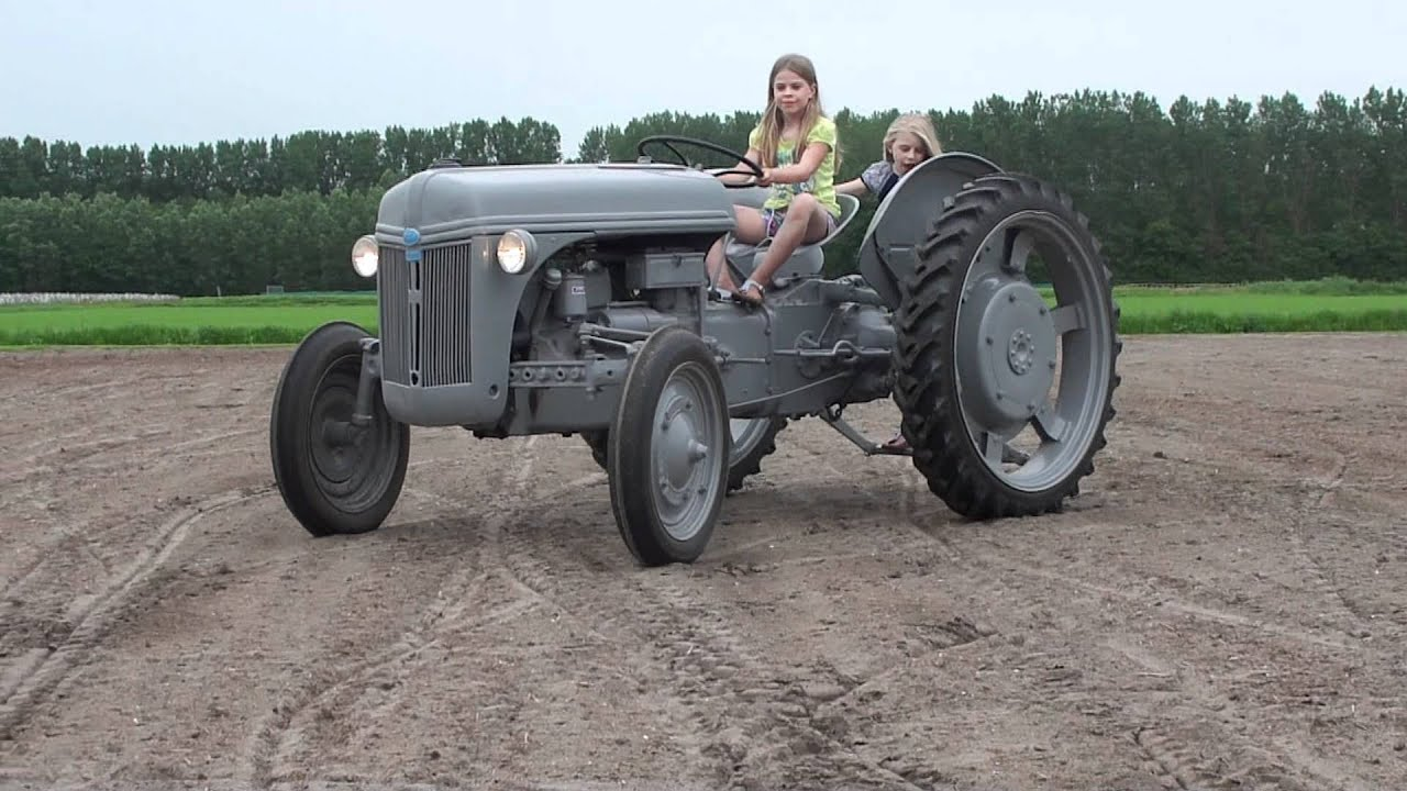 vintage ford tractor with Watch on 7914 in addition Watch further Cooking Up A Storm together with Ford Versatile Tractor 9280 9480 9680 9880 Brochure 11094 P as well County 1004 Super Six.