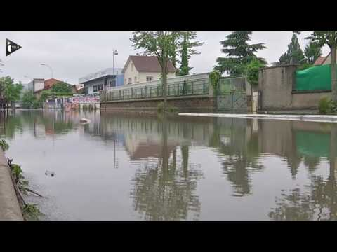 A Longjumeau, les habitants démunis devant l'ampleur des inondations