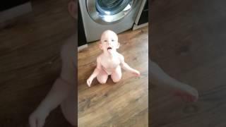 Ребенок орет на маму