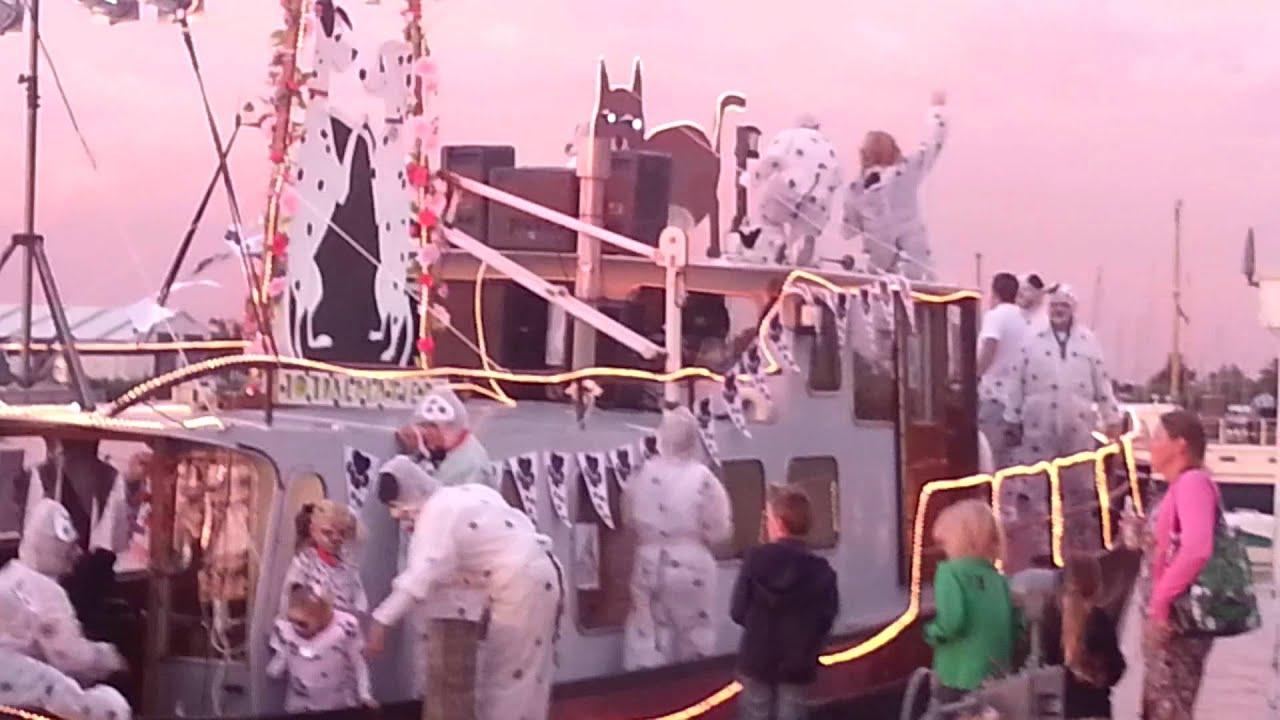 Verlichte boten show Aalsmeer 2013 - 101 dalmatiërs - YouTube