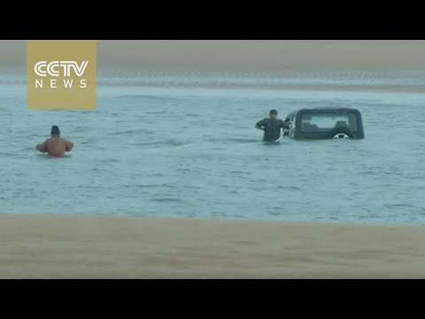 Footage: How to rescue a stranded SUV from the sea