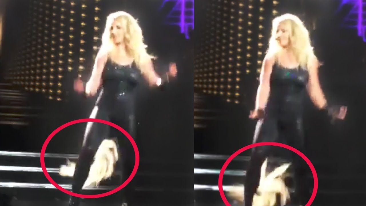 Britney Spears Hair Extensions Fall Out On Stage Hollyscoop News
