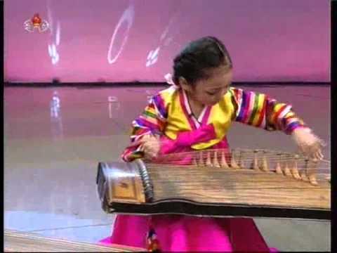 """[Kayagum] """"Hullari"""" (Hwang Ryeo Sim, Kim Sol Hyang) {DPRK Music}"""