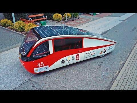 Polski samochód elektryczny z panelami słonecznymi