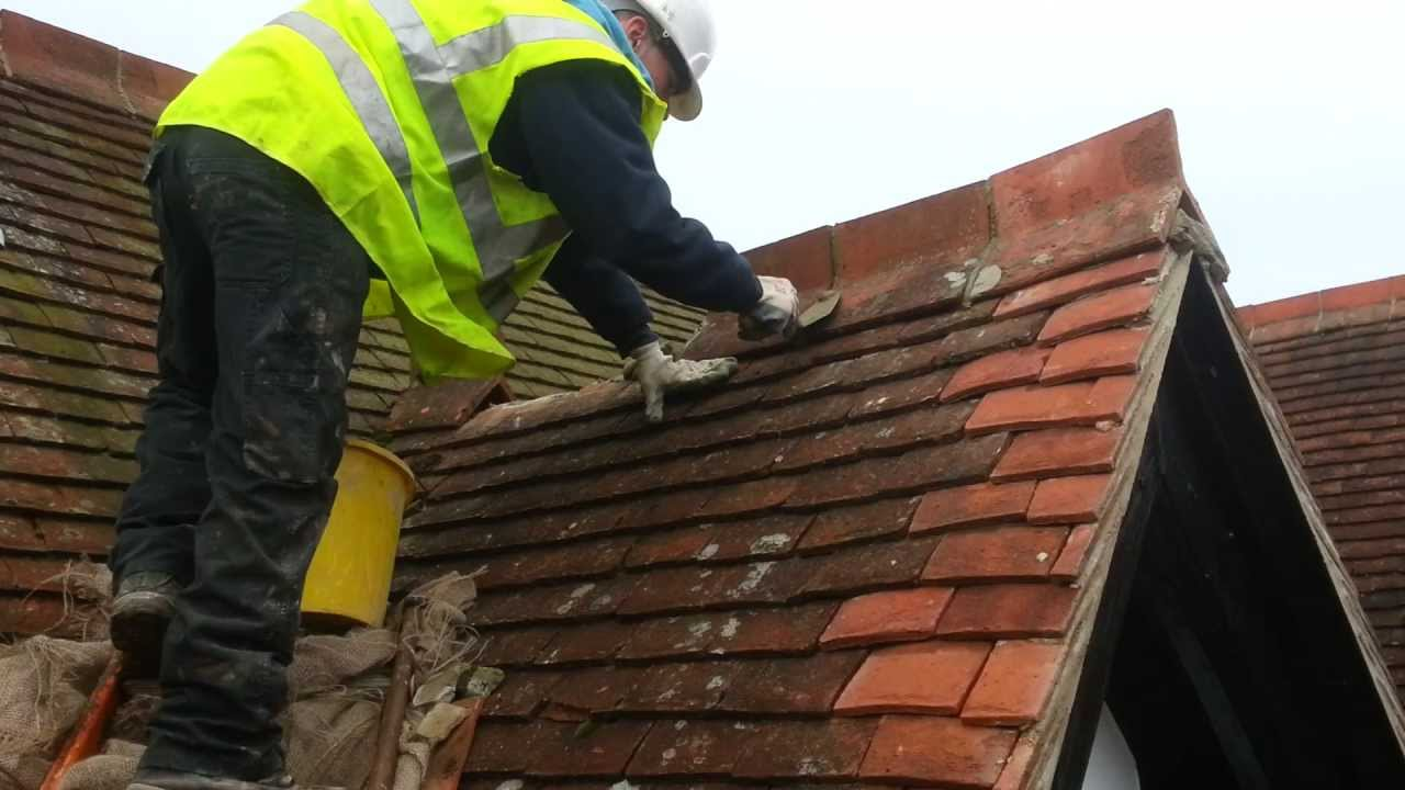 Roofing Laying Ridge Tiles Youtube