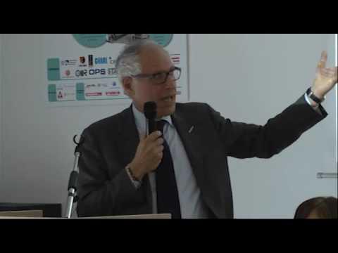 Riccardo Trichilo annuncia MaXE alla cerimonia di chiusura HPDC School