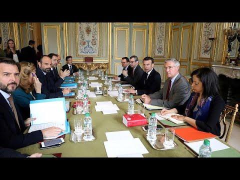 Macron responde à violência dos