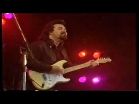"Omar and the Howlers: ""The magic man"" - Live at Roskilde Festival 1990"