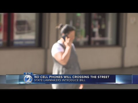 Bill would ban pedestrians from using cell phones in crosswalks