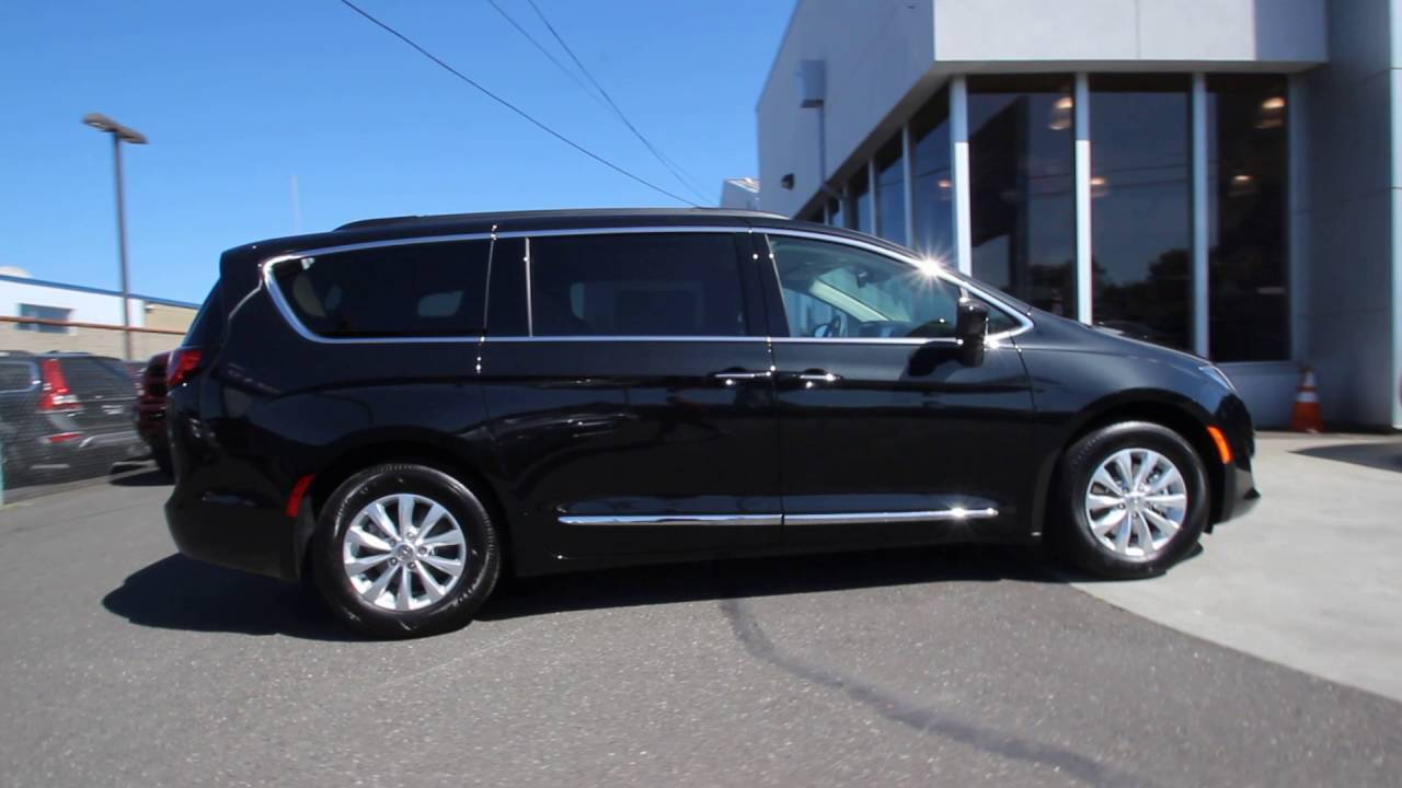 Chrysler Pacifica Touring L Van