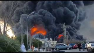 El incendio de Indukern obliga a desalojar Fuente del Jarro (2) - Hortanoticias