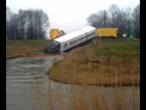 Wolter Koops Crash 27 2 2011 Zeewolde N305 Youtube