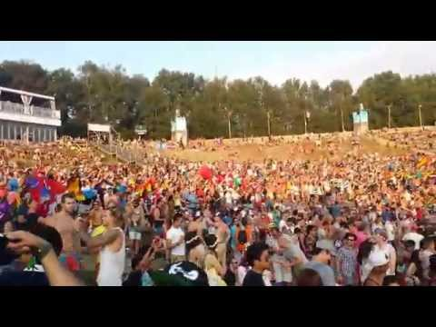 People Are Awesome: Tomorrowland 2014 Flags