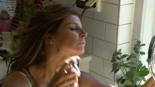 Hemligheten bakom Carolas solbruna hy - Så mycket bättre (TV4)