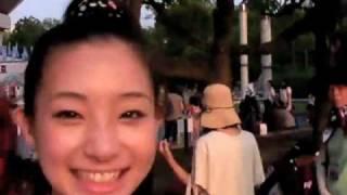 7月30日、2010Jリーグ特命PR部女子マネの足立梨花さんがkankoスタ...