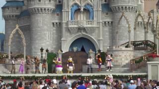 Mickey's Royal Friendship Faire Christmas Edi...
