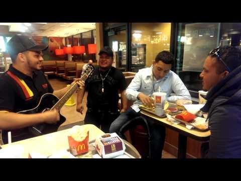 Popurrí De Corridos En El McDonald's