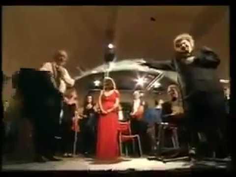 انتوني كوين وعمره 85 يعود لرقصة زوربا مع الموسيقار العظيم ميكيس ثيودوراكيس - 18:02-2018 / 9 / 23