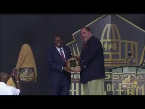Tom Jackson receives Pete Rozelle Award