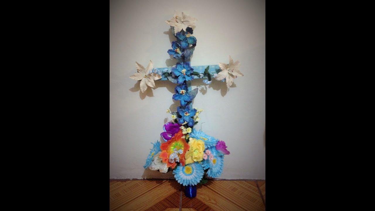 Diy decora un cruz de madero flores artificiales d a de la - Plantas artificiales para decorar ...