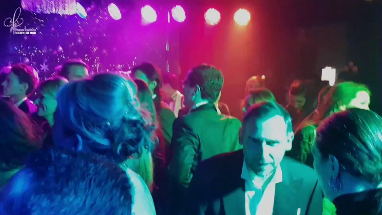 Band Mit R : miss kavila und band mit telly und inan an der front ~ Watch28wear.com Haus und Dekorationen