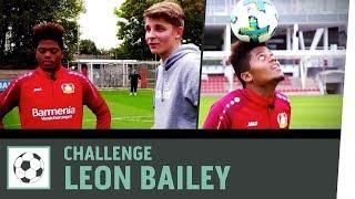Dribbel-Duell vs. Leon Bailey | Bayer 04 Leverkusen | Fußball-Challenge | Kickbox thumbnail