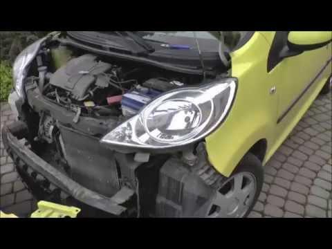 Jak zdemontować reflektor, wymienić żarówkę - Aygo, Citroen C1, Peugeot 107