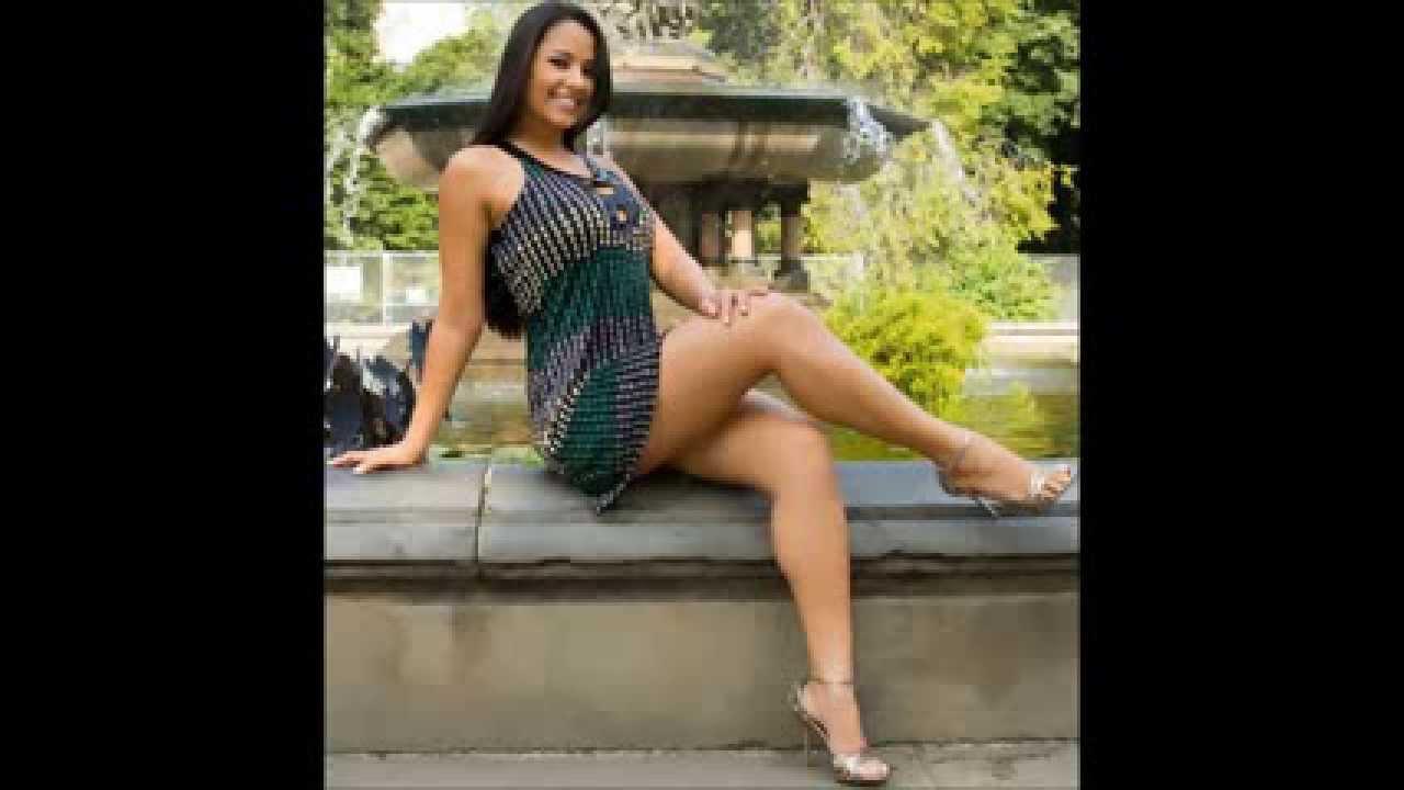 Chica linda de piernas cruzadas i - 2 7
