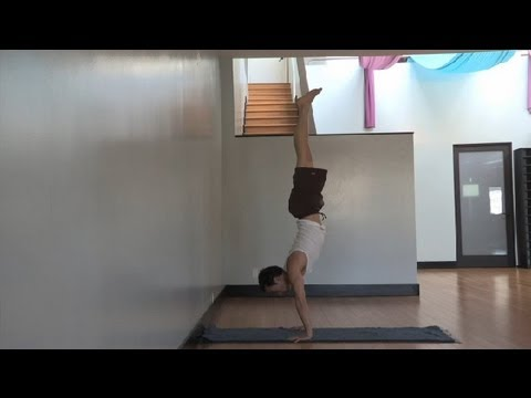 Yoga & Handstands : How to Hold a Handstand