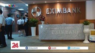 Bộ Công an khám xét chi nhánh ngân hàng Eximbank, dẫn giải 2 nhân viên | VTV24