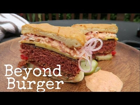 Trying Beyond Burger For 1st Time | Portland VEGANTRAVEL#42