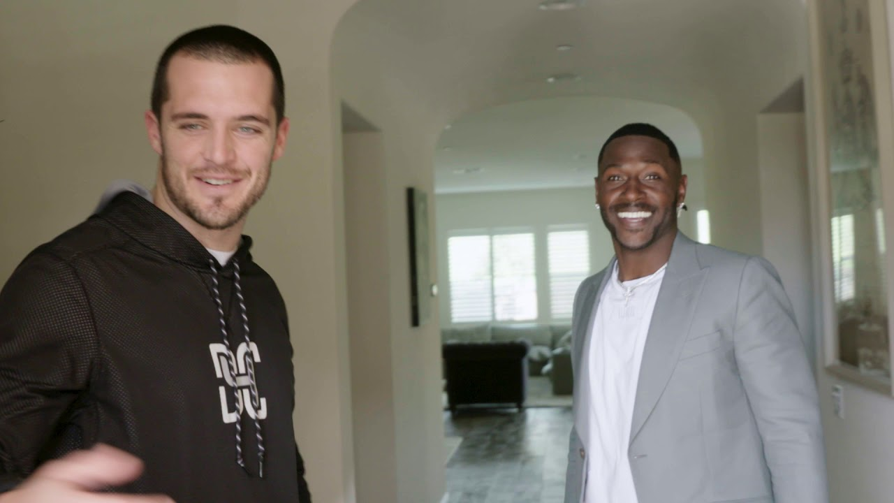 Antonio Brown surprises Derek Carr with a visit