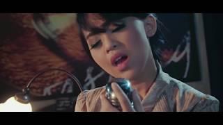 Download Video Kania - Tenda Biru (Official Music Video) MP3 3GP MP4
