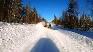 Tieden talvikunnossapitoa traktorilla
