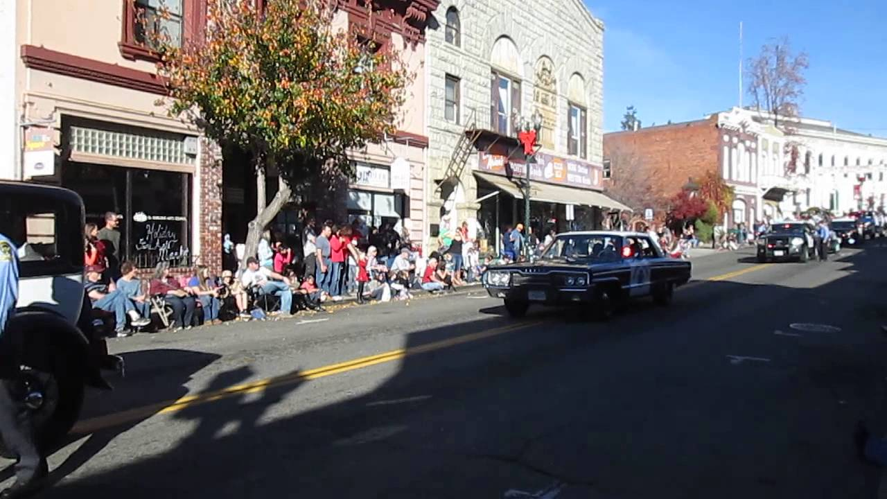 2013 Placerville Christmas Parade - CHP historical vehicles - YouTube
