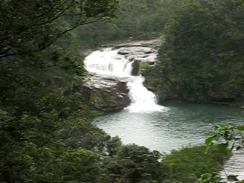 西表島のマリユドゥの滝