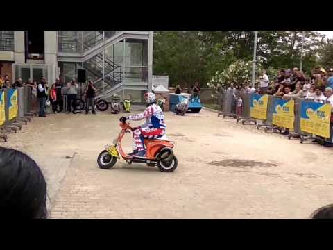 (Nicola L' Ιmpennatore Vespa Stunt Show) in Athens Scooter Moto Festival 2016