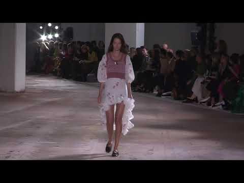 Giambattista Valli Paris Fashion Show Ready to Wear Spring Summer 2018