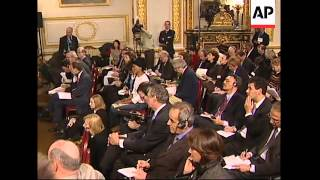 WRAP Chirac, Blair put aside differences on Iraq