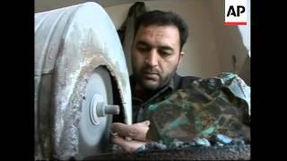Repeat youtube video Iran's love affair with semi-precious stone turquoise