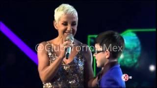 Ana Torroja cantando en Me Pongo de Pie ( Familia García)