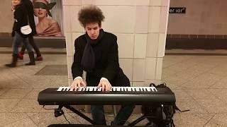 Thomas Krüger playing Keyboard Medley in Berlin Underground station