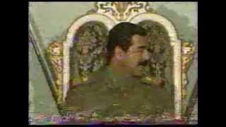 الرئيس العراقي صدام حسين يكرم الشهداء اليمنيين