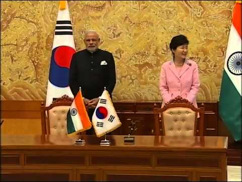 PM Modi and President of South Korea Park Geun-hye at Signing of Agreements