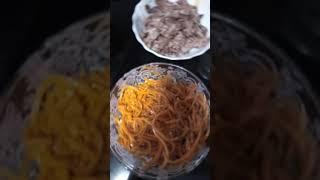 Готовим салат с корейской морковкой