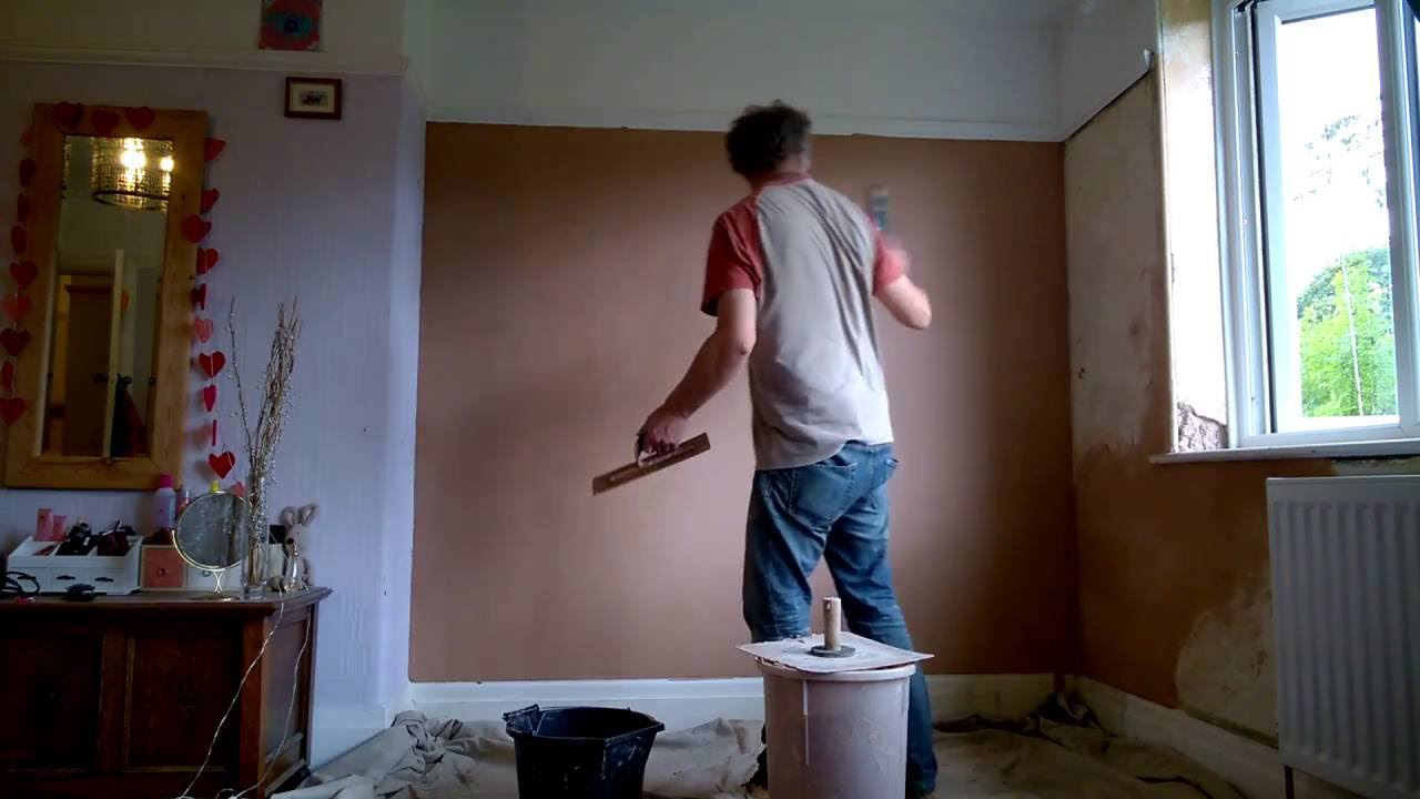 skimming a small wall with thistle multi finish plaster youtube. Black Bedroom Furniture Sets. Home Design Ideas