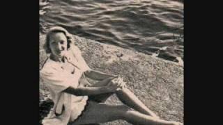 "Marlene Dietrich ""Hot Voodoo"" 1932 (Newspapers / journaux)"