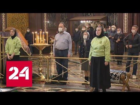 Патриарх Кирилл призвал пока не ходить в храмы - Россия 24